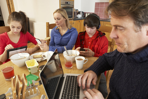 Pengaruh Teknologi Terhadap Kehidupan Sosial Masyarakat kita saat ini